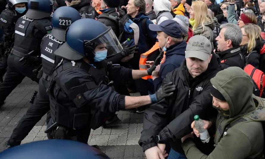 Fransa'nın ardından Almanya'da: Emekli askerler darbe istiyor